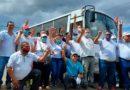"""Empresarios de las cooperativas de transporte """"Parrales Vallejos"""" y """"21 de Enero"""" luego de la firma de contrato para adquisición de nuevos buses rusos."""