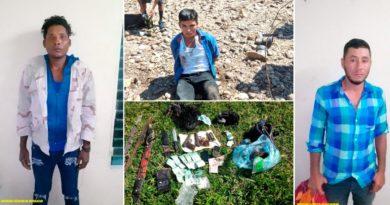 Delincuentes capturados y armas ocupadas por efectivos del Ejército de Nicaragua.