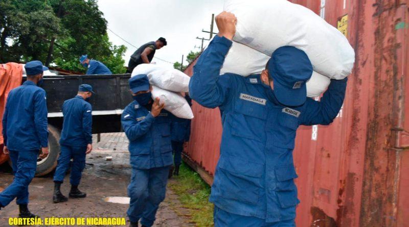 Durante el descargue de la ayuda humanitaria, se emplearon fuerzas y medios del Distrito Naval Caribe, quienes cumplieron con las medidas de protección orientadas por el Ministerio de Salud (MINSA), para prevenir el contagio de la COVID-19.