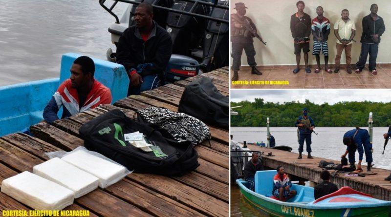 Delincuentes capturados con la droga incautada por elementos del Distrito Naval Caribe de la Fuerza Naval de Nicaragua.