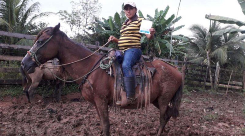 Embarazada viajó más de 1 hora en caballo para recibir vacuna contra el Covid-19 en El Tortuguero