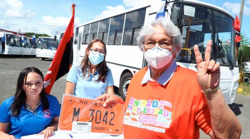 Entrega de buses a diferentes cooperativas de Managua