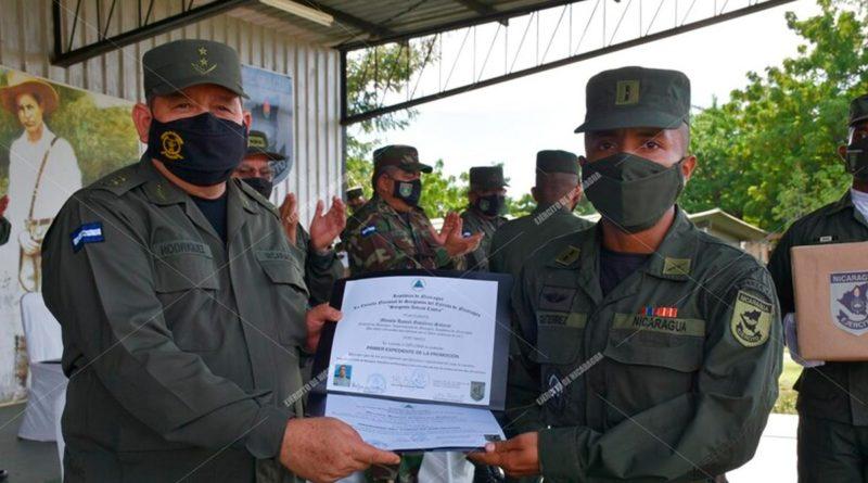 """Graduación de cursos en la Escuela Nacional de Sargentos """"Sargento Andrés Castro"""" del Ejército de Nicaragua"""