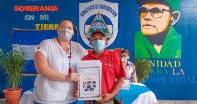 Exfuncionarios del Ministerio del Interior y del Ejército Popular Sandinista (EPS) recibieron su título de propiedad.