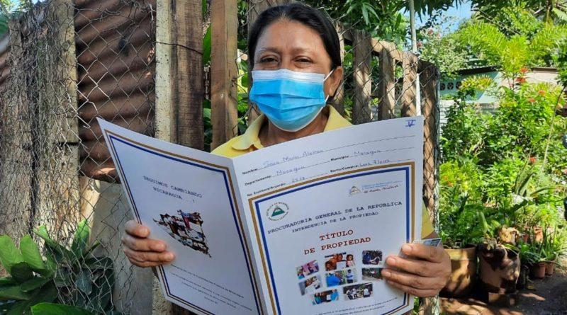 Familia del barrio Las Flores en Esquipulas ya cuentan con su título de propiedad