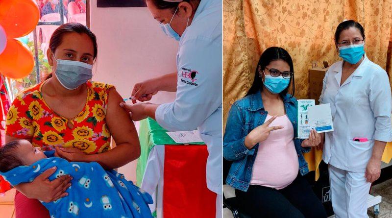 Embarazadas y madres lactantes siendo vacunada contra la COVID-19 en el Hospital Bertha Calderón de Managua.
