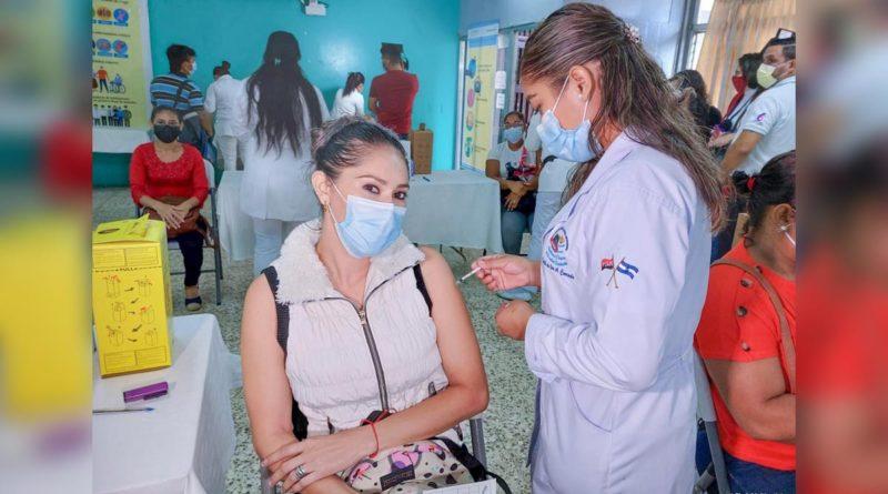 Vacunación contra la Covid-19 continúa desarrollándose con éxito en Managua