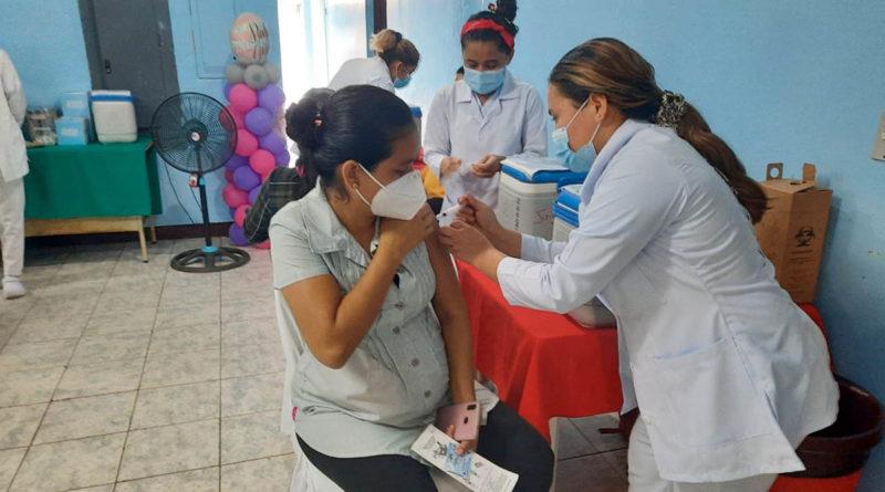 Embarazadas, puérperas y lactantes de Juigalpa, Chontales, reciben este lunes la primera dosis de la vacuna Pfizer