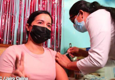 Niñez y juventud acuden a la vacunación voluntaria contra la Covid-19