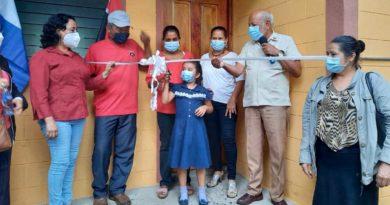 Autoridades de Juigalpa entregan vivienda a una de las familias beneficiadas