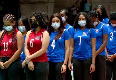 Jugadores de las selecciones invitadas en el Torneo Centroamericano Mayor de Voleibol Femenino en el Polideportivo Alexis Argüello.